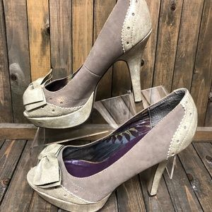 madden girl suede gray executive pumps w bows 8.5